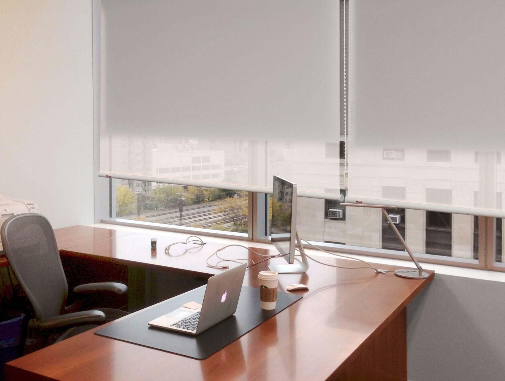 cortinas enrollables oficina