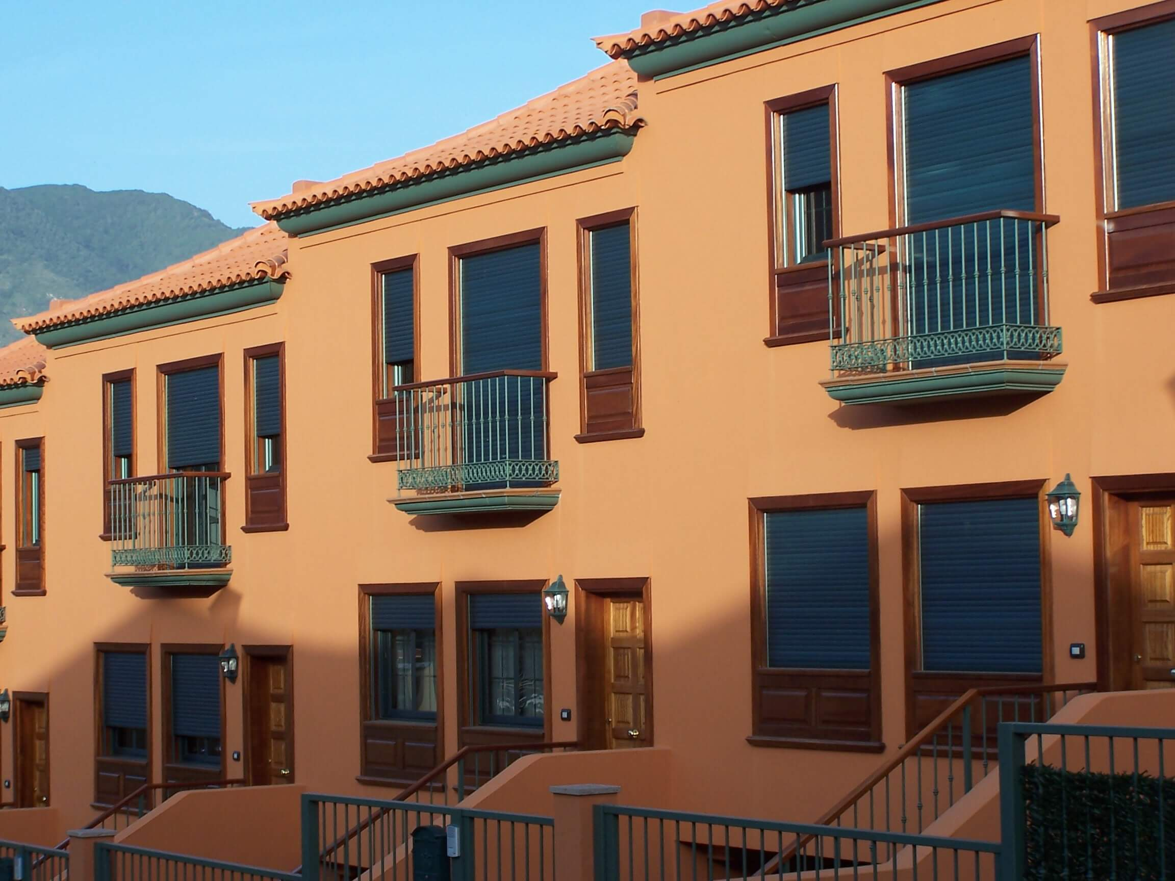 persiana enrollable en edificio Tenerife